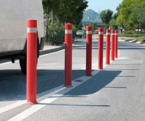 Bolardos A-Flex instalados delimitar carretera