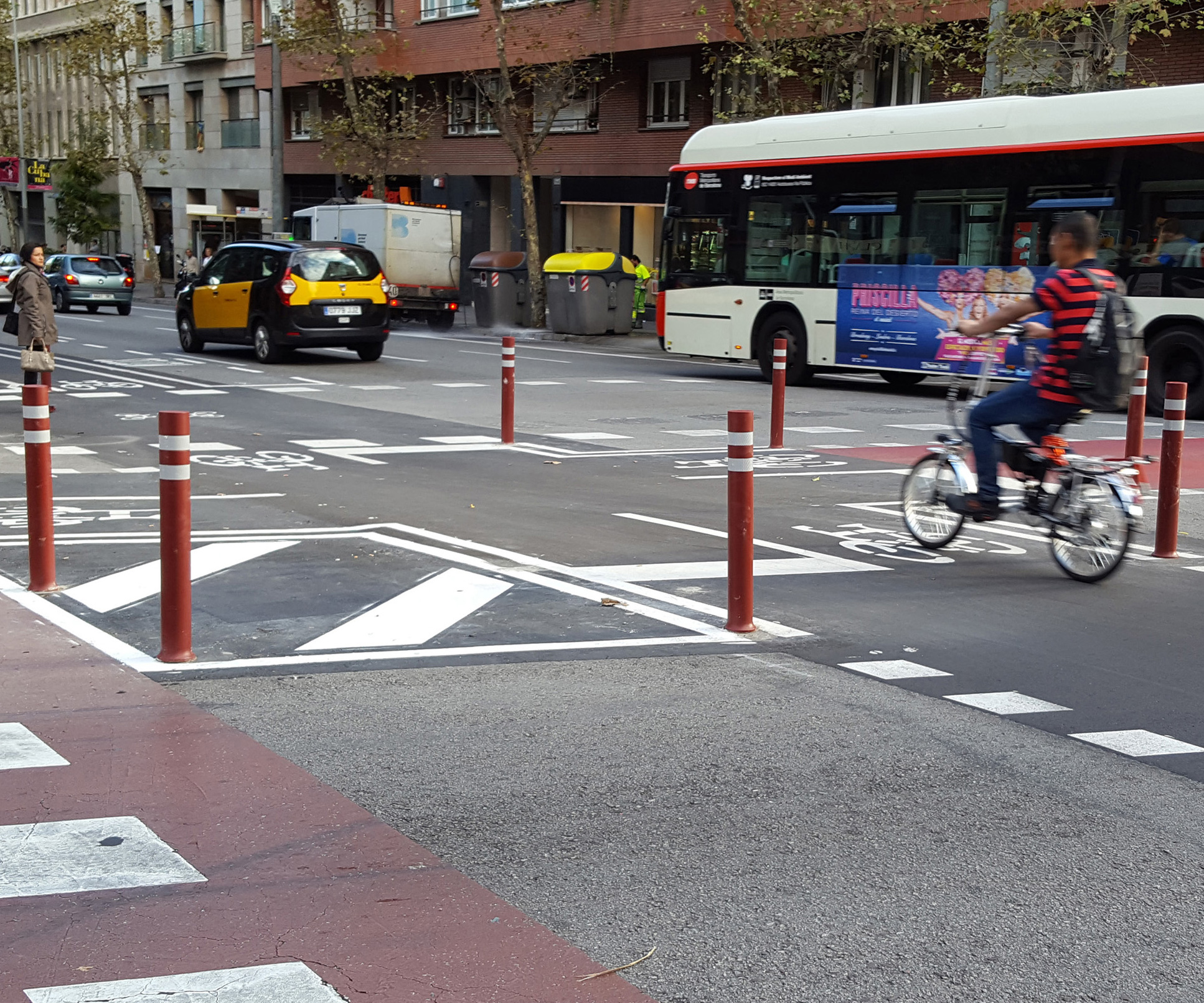 Installation-red-DT-flexible-bollards-cycle-lane