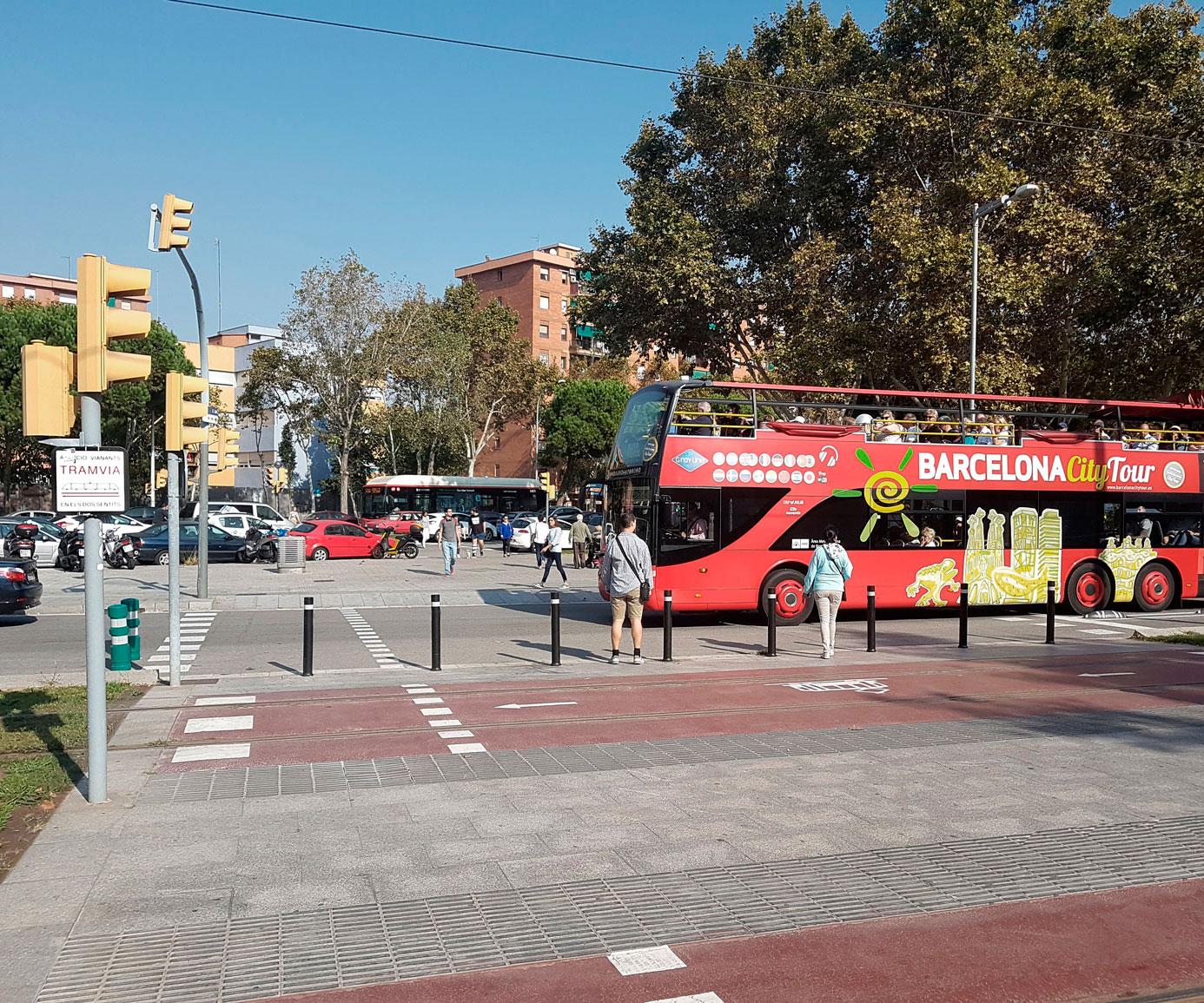 Bolardos flexibles A-Flex instalados Diagonal Mar Barcelona