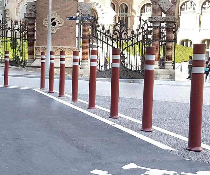 Bolardos flexibles A-Resist carril bici intalados en Hospital San Pau y la Creu