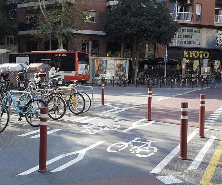 Baliza bike line A-Resist carril bici intaladas en Barcelona