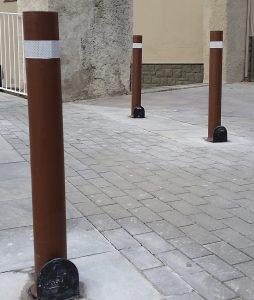 Pilona-A-resist-instalada-a-medida-marron