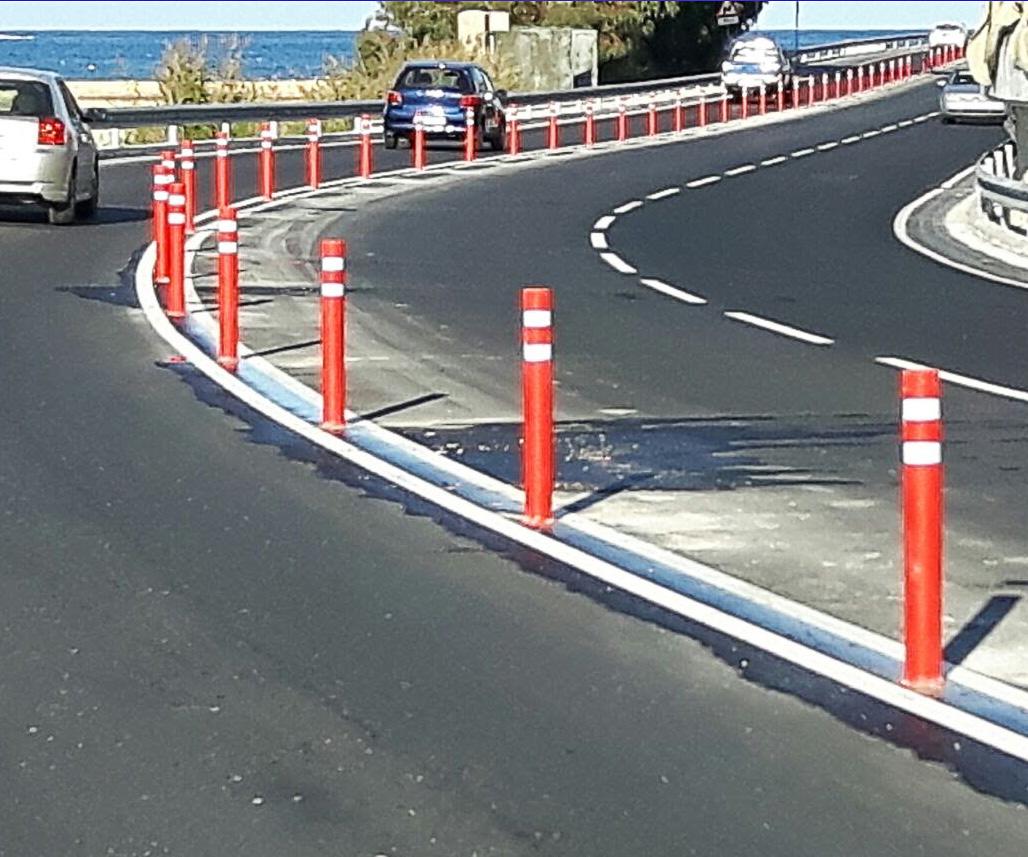 Instalación-pilonas-flexibles-DT-rojas-delimitar-carretera