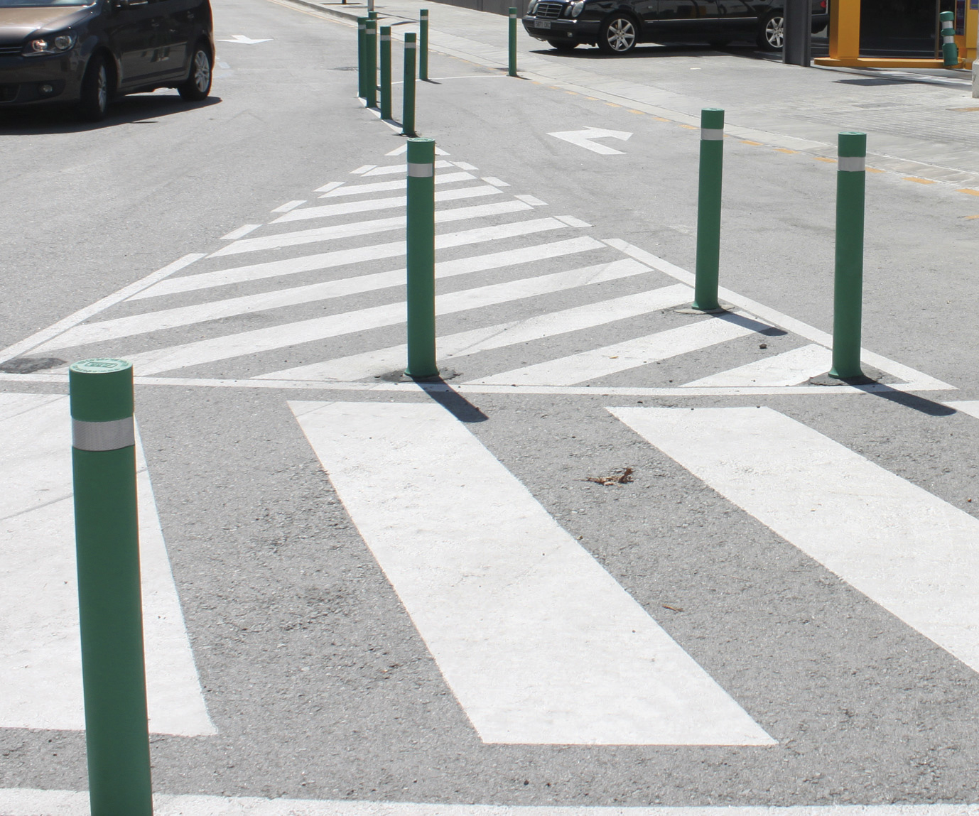Bollards-flexible-a-resist-installed-mercadona